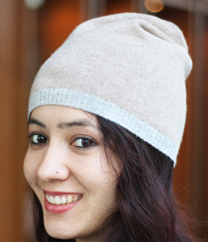 Unisex hat in light gray border with camel colour