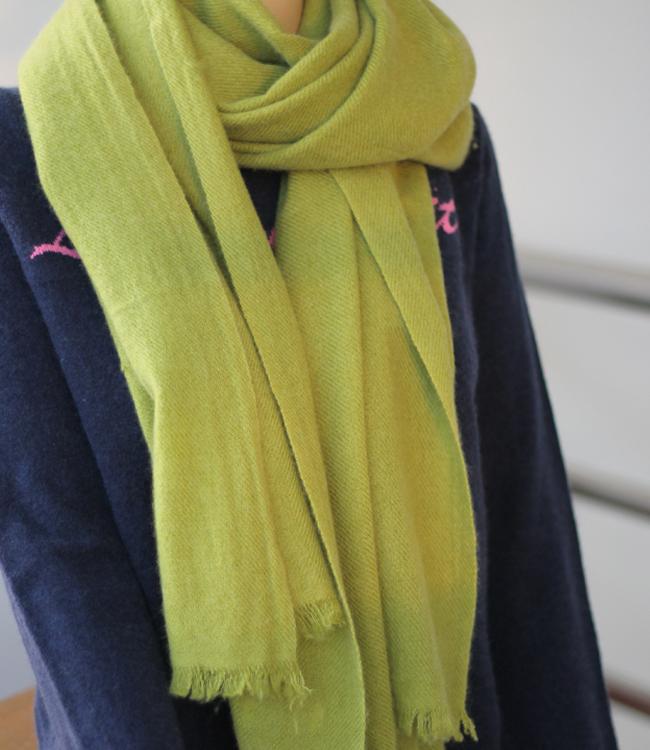 A Grade 100 Cashmere Pashmina Shawl in Eyelash Fringe